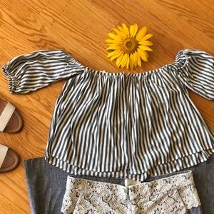 Mustard Seed Tops - 🌺 Mustard Seed; Gray/White Striped Off-Shoulder S